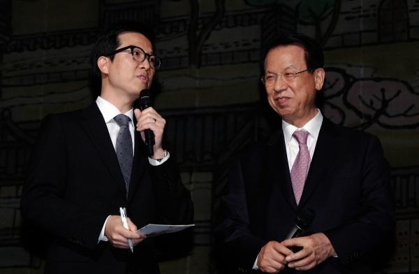 김삼환 목사를 소개하는 김하나 목사