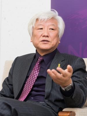 인터뷰 중인 NCCK 김영주 총무