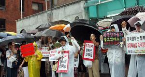 """광복절, 폭우속에 외친 """"북한 동포 구해주세요"""""""