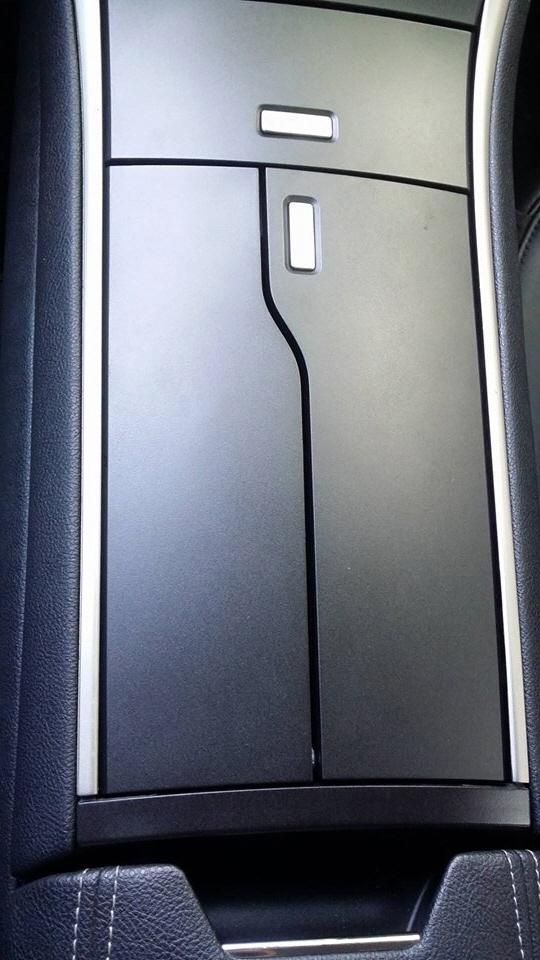 ▲콘솔박스, 터치식으로 문을 열고, 닫을 수 있다.(사진= 박성민 기자)