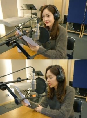 사진. 월드비전 '해피앤딩' 캠페인 영상 내레이션 녹음 중인 성유리