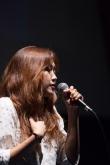오픈마이크 시즌1 우승자 에스더가 1st 싱글앨범 '주님 말하길'을 발매했다.