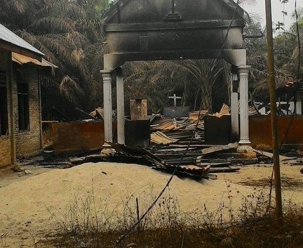 인도네시아 아체주의 한 교회가 무슬림들의 핍박으로 허물어져 내려 있다.