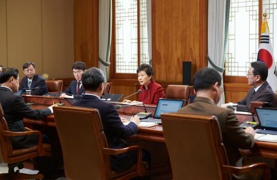 박근혜 대통령이 25일 오전 청와대에서 열린 수석비서관회의