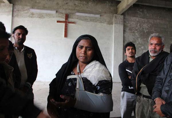 파키스탄에서 박해로 죽은 동료의 장례식장.