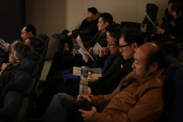 제1회 한국기독교단편영화제가 진행되고 있는 필름포럼 내부. 관심자들의 뜨거운 열기로 가득했다.