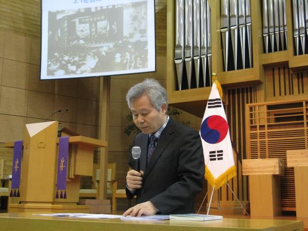 예배 전 한국기독교역사연구소 김승태 박사가