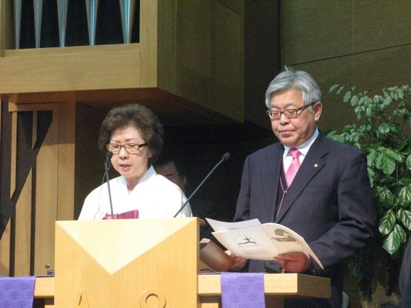 김인환 원장(천도교 종무원, 오른쪽)과 이혜진 목사(기장 여교역자협의회 총무)가 독립선언문을 낭독하고 있다.