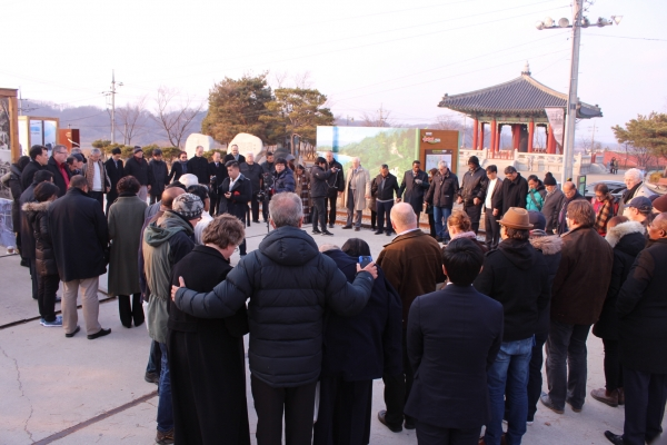 WEA 지도자들이 판문점과 임진각에서 한반도 평화를 위해 기도했다.