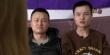 한 외국 언론과 인터뷰 중인 중국인 게이 커플. 이들이 동성결혼을 허락해 달라는 소송이 국제사회 이슈가 됐다.