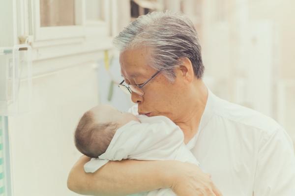부모에게 버림받는 아이들을 위해 평생을 헌신하기로 결정한 주사랑공동체 이종락 목사.
