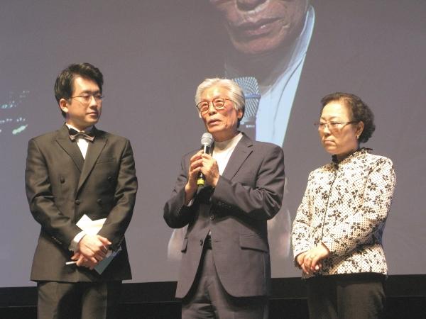 영화 '드롭박스'의 주연으로 출연한 주사랑공동체교회 이종락 목사(가운데)와 그의 사모(왼쪽). 이 목사는