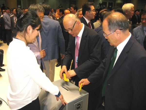 기성 제110년차 총회 중 장로부총회장 선거 투표가 진행 중이다.