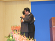 이정익 원로목사가 박노훈 담임목사를 안아주고 있다.