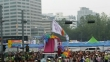 11일 서울시청광장에서 열린 퀴어축제 퍼레이드에 한국교회 보수사학 총신대 관계자들의 깃발이 등장했다. 사진으로 이들 동아리의 이름인 '깡총깡총' 이름이 분명히 보인다.