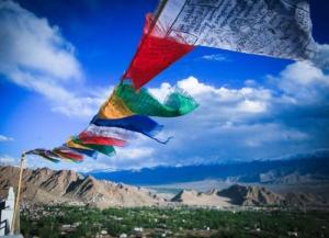 바람에 흩날리는 티베트인들의 기도 깃발