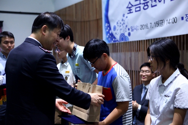 김필수 사령관, 새희망힐링펀드 장학금 전달식