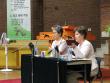 """로이스 다즈 박사(오른쪽)가 """"번성하기! 혹은 단순한 생존이냐? 선교사들이 효과적으로 오래 사역하도록 돕기""""를 주제로 강연을 전하고 있다."""