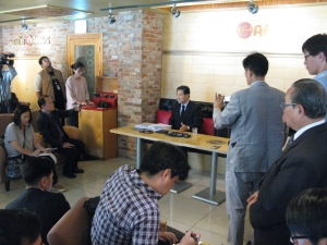예장통합 특사위원장 이정환 목사가 기자회견을 하고 있다. 이 사안에 대한 관심을 방증하듯, 많은 기자들이 몰려 취재에 임했다.