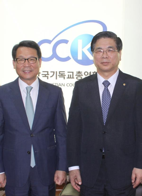 서울지방경찰청 김정훈 청장(왼쪽)과 이영훈 한기총 대표회장.