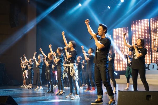 지난 6월 열린 10주년 기념 콘서트에서 공연하고 있는 컴패션밴드의 모습. 컴패션밴드는 전 세계 꿈을 잃은 어린이들을 위해 노래하는 100% 자원봉사 모임으로, 공연을 통해 어린이들이 더 많은 후원자를 만날 수 있도록 돕고 있다.