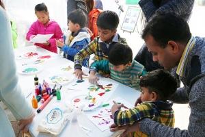 아이들을 위한 색채 체험 부스