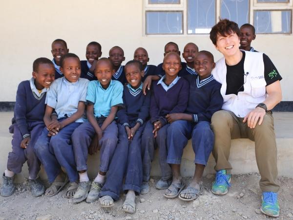 탄자니아 엔키카렛 지역 아이들에게 희망을 전달한 류수영.