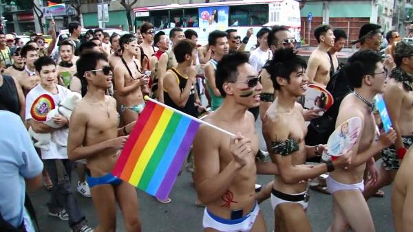 대만의 2015년 퀴어 축제 퍼레이드의 모습.