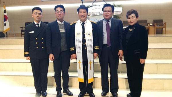 지난 8일 오후 7시 육해공군 본부교회에서 한국군종목사단 주관으로 '제24대 황성준 목사 제25대 이정우 목사 한국군종목사단장 이취임 감사예배'가 열렸다.