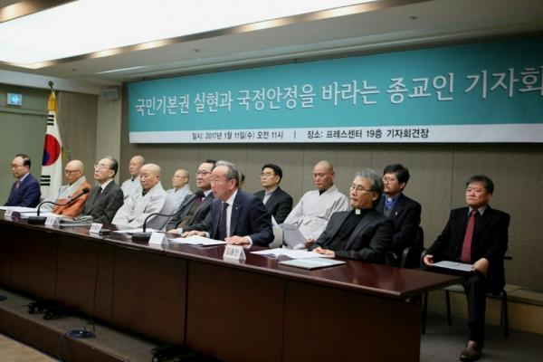 5개 종단 종교인들이 11일 프레스센터에서 '국민기본권 실현과 국정안정을 바라는 종교인 선언'을 했다.