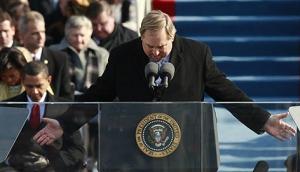 2009년 오바마 대통령취임식에서 릭 워렌 목사가 축도하고 있다.