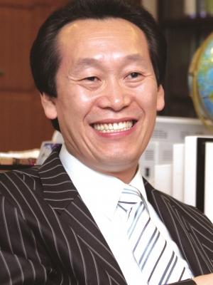 설동욱 목사