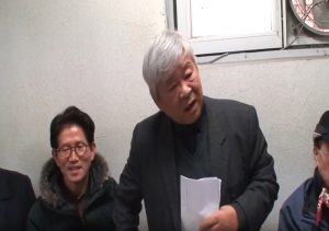 해당 동영상 캡춰. 왼쪽에 김문수 전 경기지사가 보이고 서경석 목사(오른쪽)가 그를 위한 지지발언을 하고 있다.