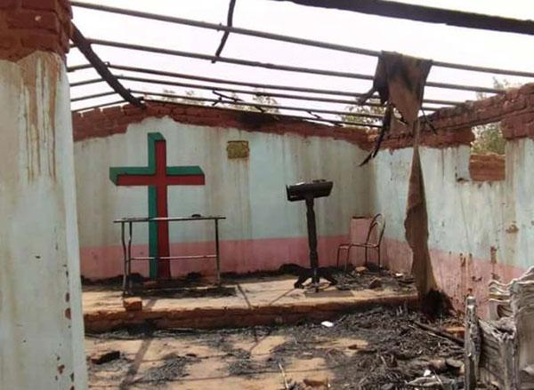 방화로 불탄 수단의 루터교회.