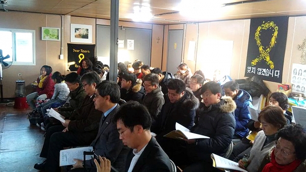 세월호 유가족들과 함께 드리는 예배에서.