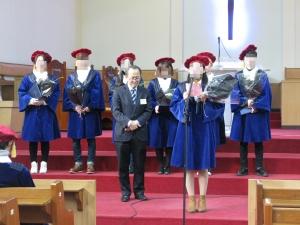 이번에 졸업하는 여명학교 졸업자가 답사를 하고 있다.