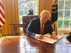 도널드 트럼프 미국 대통령 행정명령 서명