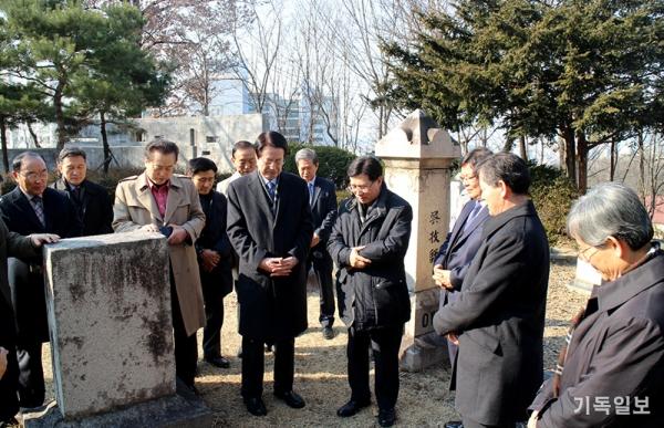 한장총 임원단 선교사묘역 방문