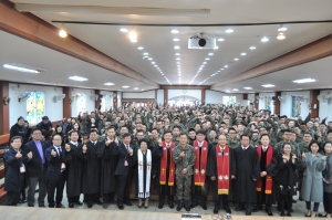 한국교회연합(대표회장 정서영 목사)가 지난 18일 오후2시 제25사단 신병교육대에서 진중세례식을 거행했다.