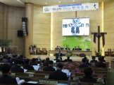 제62차 대한기독교나사렛성결회 한국총회가 열리고 있는 안중교회 본당의 모습.