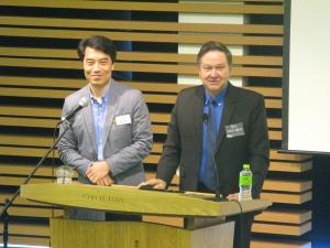 강연 중인 테드 존슨(Todd Johnson) 박사(오른쪽). 왼쪽은 통역으로 수고한 IVF 김종호 대표.