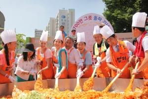 지난 2014년 700만 그릇의 밥을 나눴을 때의 행사 모습.