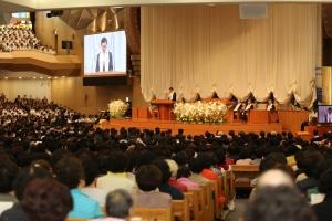 지난 16일 명성교회에서 2017 부활절 연합예배가 교단 중심으로 치뤄진 가운데, 이영훈 목사(기하성 총회장)가 설교하고 있다.