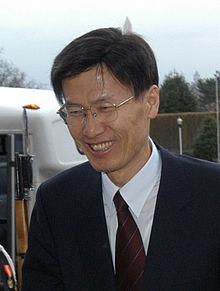 윤영관 교수