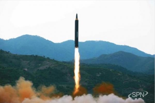 북한 중장거리미사일 화성-12형
