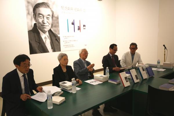 9일 정오 한길사 다목적 문화공간 '순화동천'에서 '여해 강원용 평전'(전 3권) 출판 기자간담회가 열렸다.