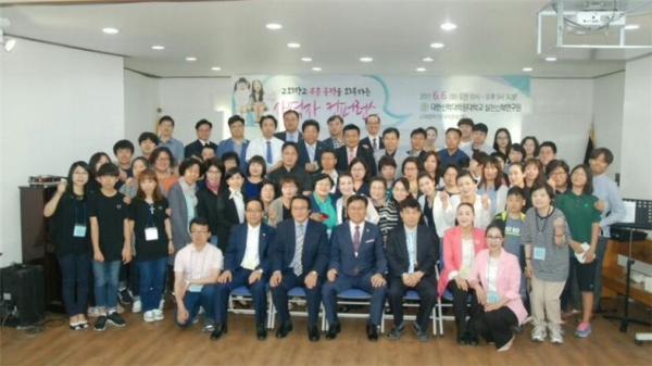 """대한신학대학원대학교 실천신학연구원(이하 연구원)이 지난 6일 오전 안양 석수동 대한신학대학원대학교 대강당에서 한국교회 교회학교에 부흥 동력을 제공하는 """"어린이‧청소년 사역자를 위한 컨퍼런스""""를 개최했다."""