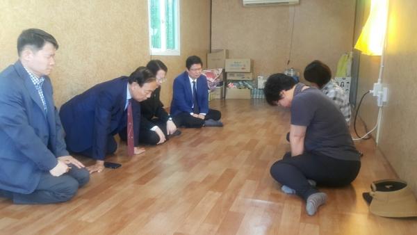 한장총 채영남 대표회장과 임원들이 세월호 미수습자 가족들과 위로예배를 드렸다.