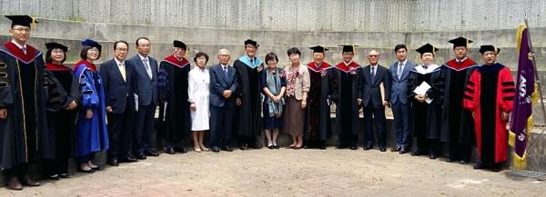 19일 오전 11시, 실천신학대학원대학교(이하 실천신대) 채플에서는 제5대 총장 박원호 목사(주님의교회)의 취임식과 4대 총장 손인웅 목사의 이임식이 겸해 열렸다.