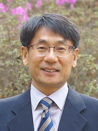 에스라성경대학원대학교 이진섭 교수